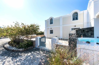 aspronisi-villa-secret-earth-santorini-8