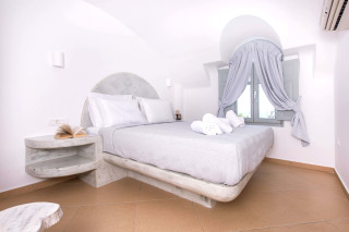 thirasia-villa-secret-earth-santorini-13